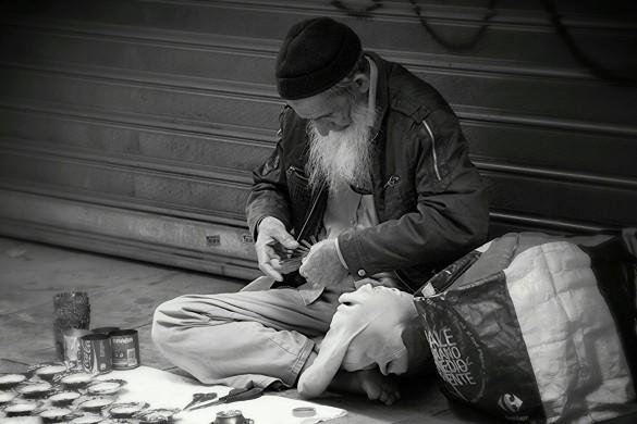 Capturing Street Life: Photo Gallery by @mouniroune