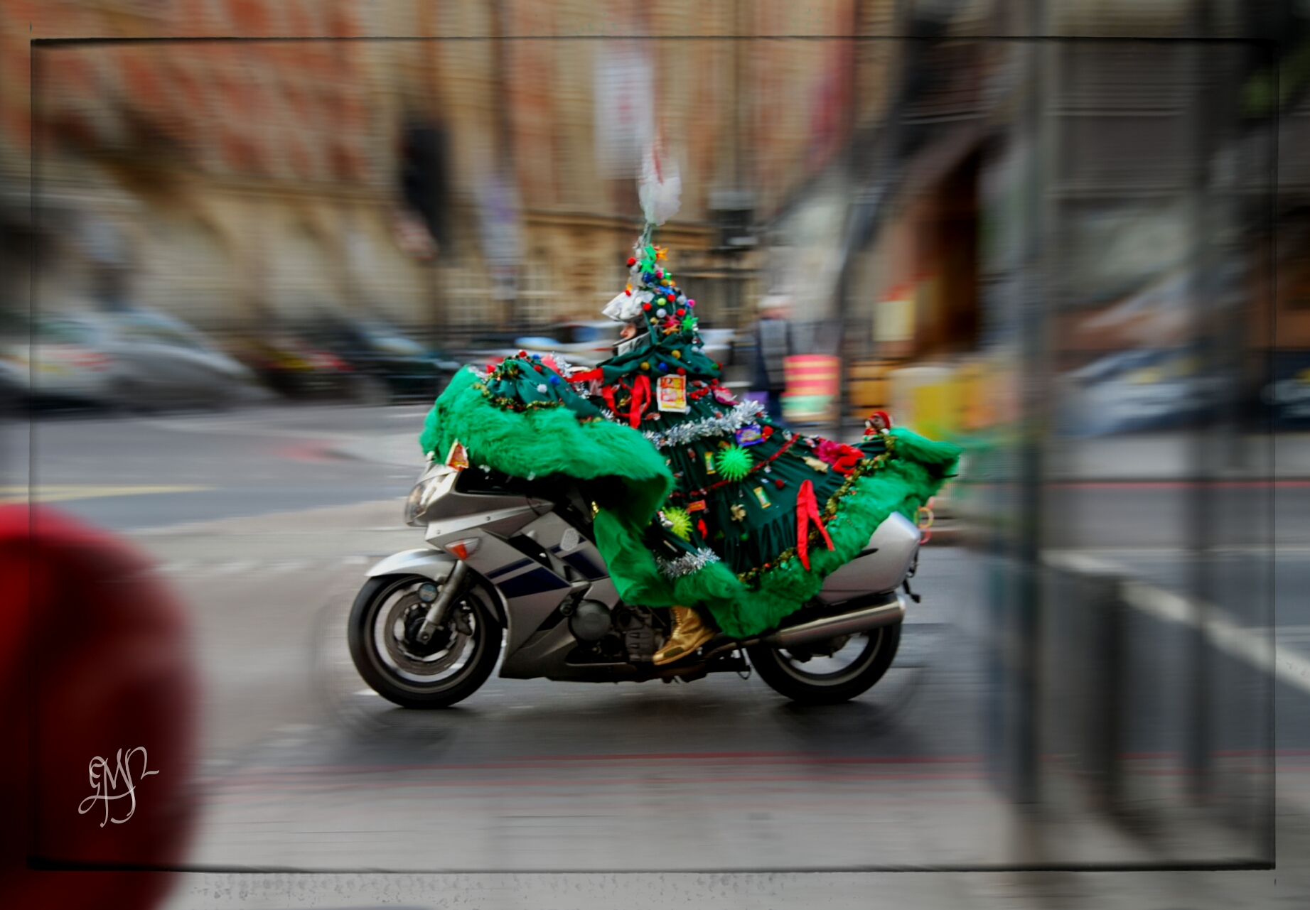Step by step tutorial on motion blur photo effect in Picsart