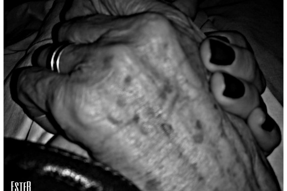 User EsteR's Stunning Photographs of Hands