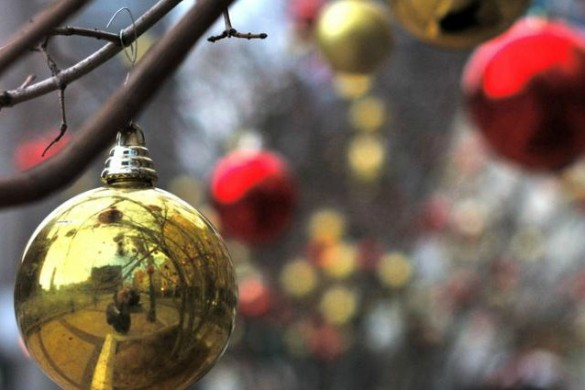A Photo Gallery of Ornaments: How Users Decorate Their Trees