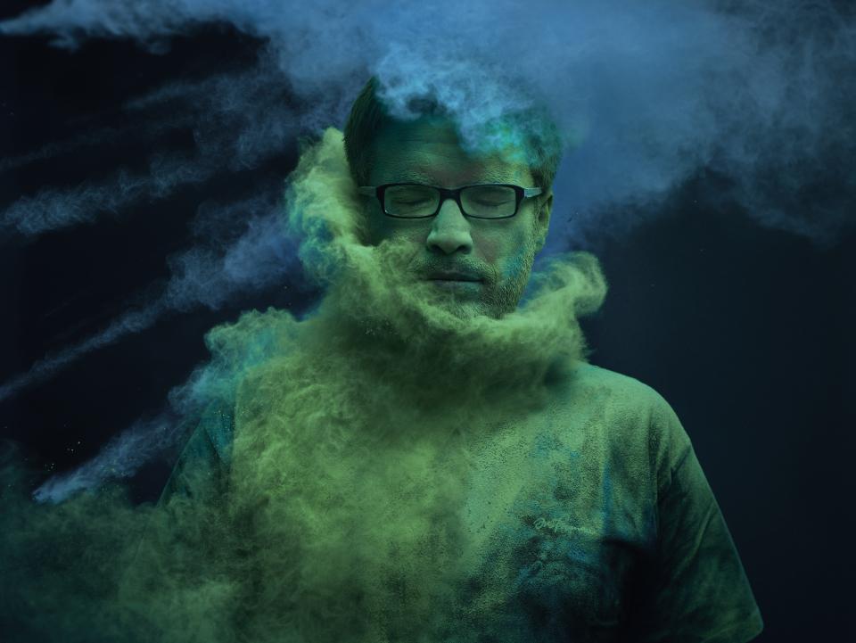 dark background for powder photography
