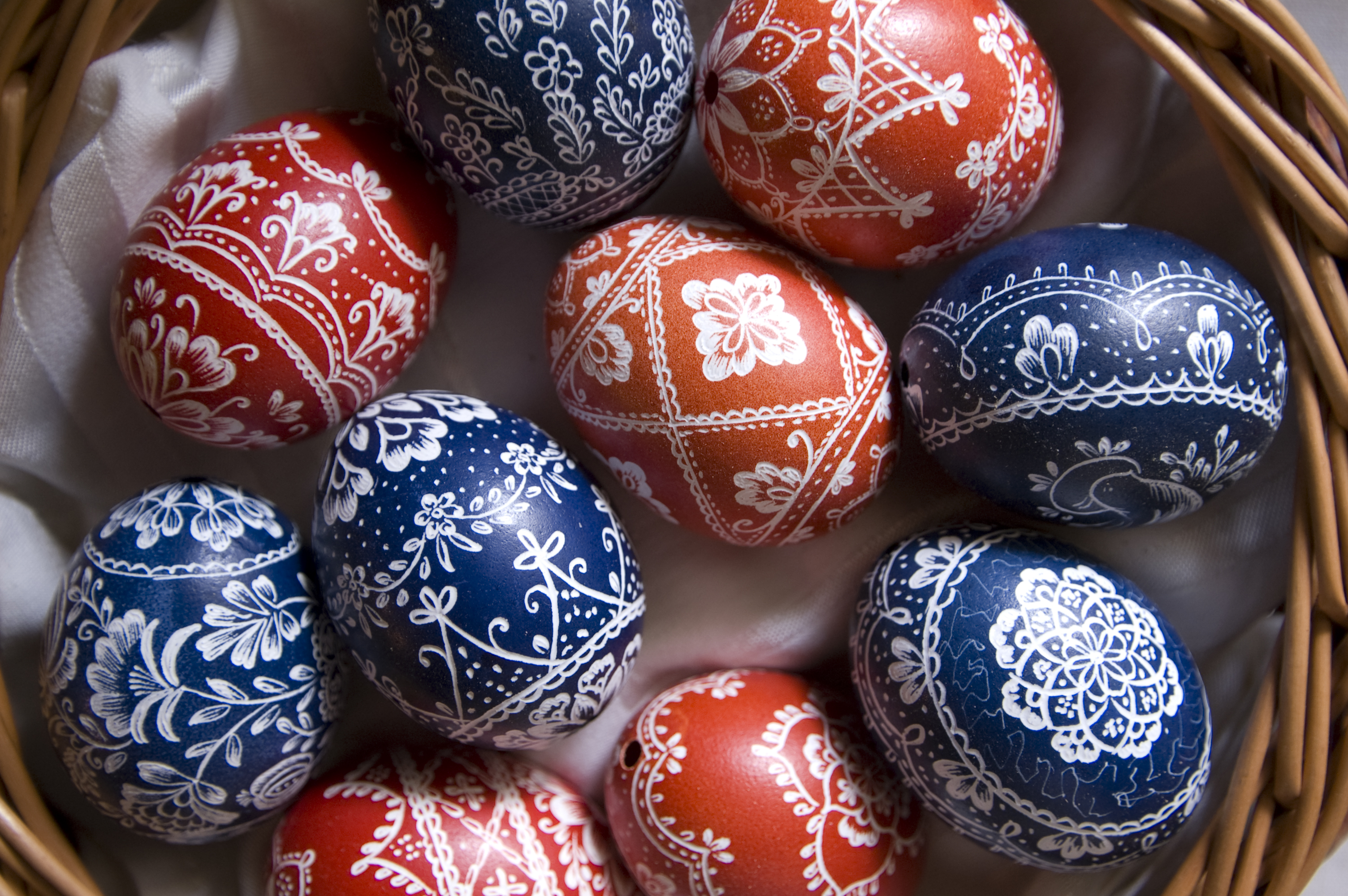 8 Unbelievable Easter Egg Decorations