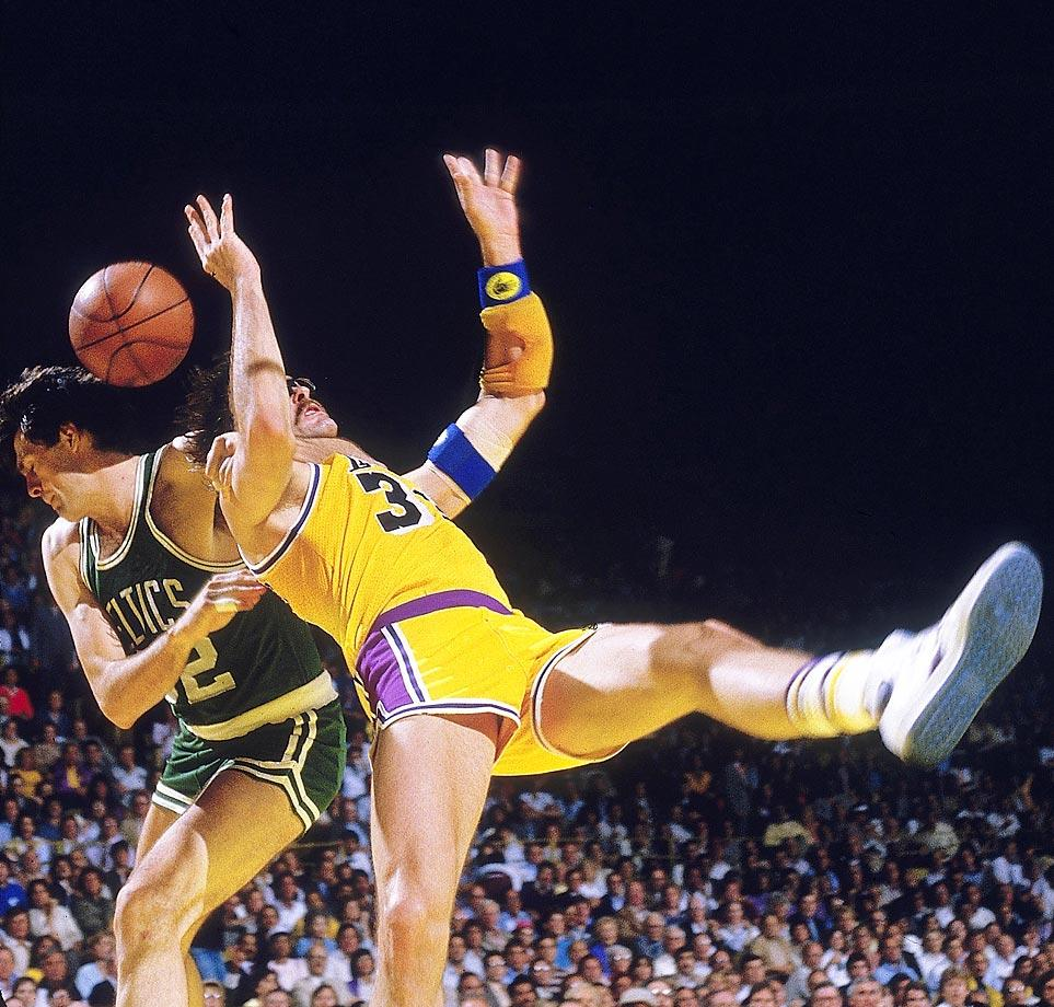 Kevin McHale fouls Kurt Rambis 1984 - 15 Legendary Moments in NBA Finals History