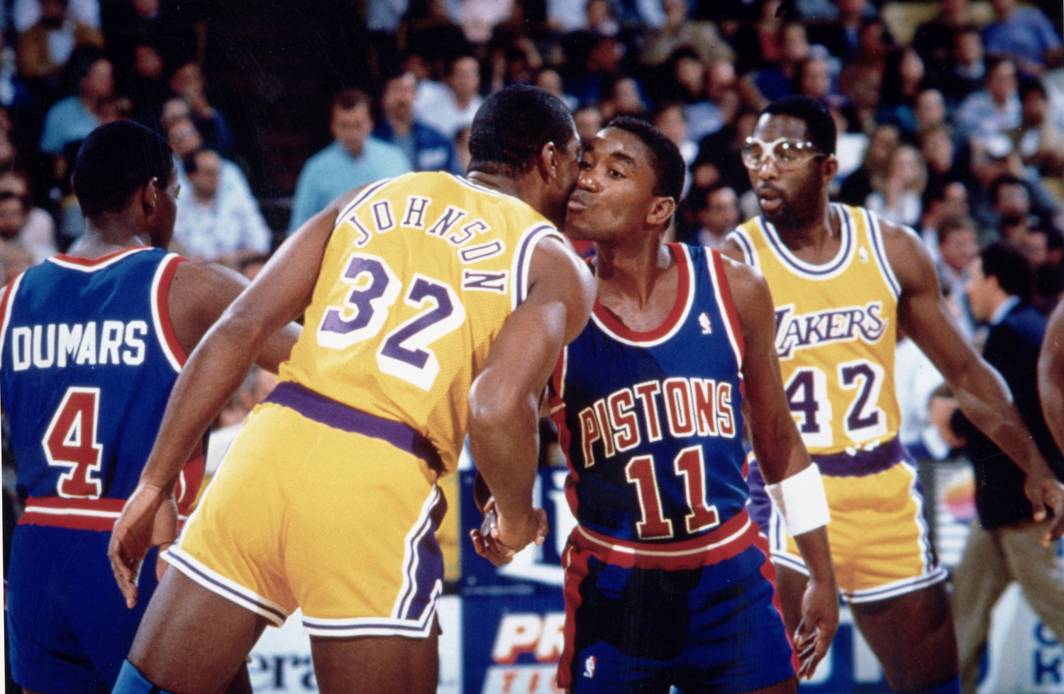 Magic Johnson Isiah Thomas Kiss 1988 - 15 Legendary Shots in NBA Finals History