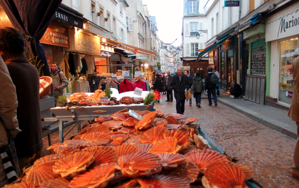 Rue Mouffetard Market - The Wandering Photographer's Guide to Paris