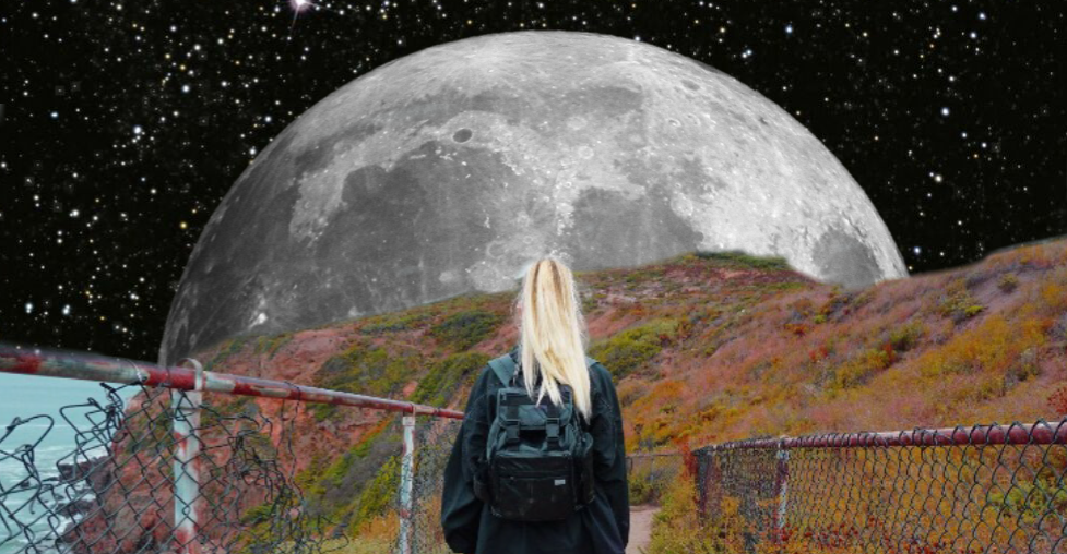 epic edit with a moon and a blonde girl looking to the moon