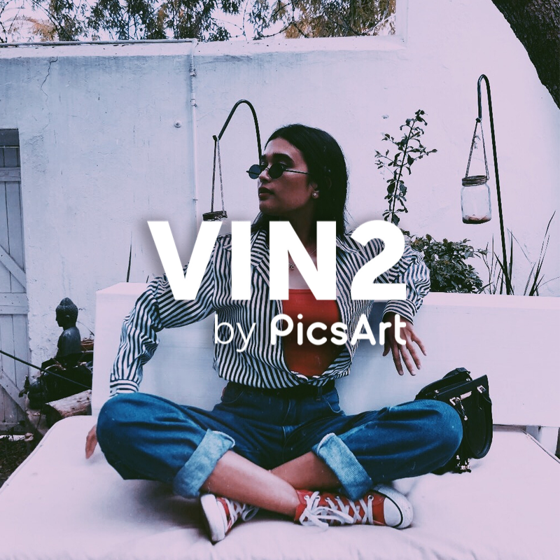 Fashion blogger with VIN2 PicsArt Filter