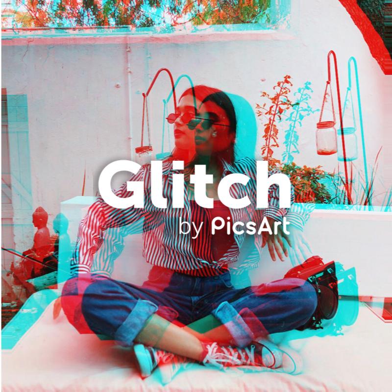 Fashion blogger with Glitch PicsArt Filter