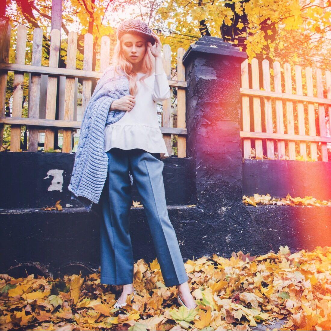 Fall fashion photo of blonde woman