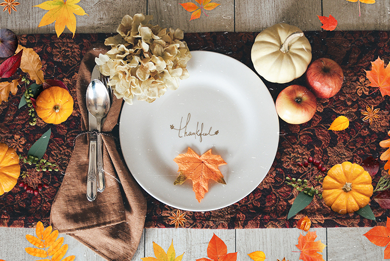 Thanksgiving decor with plate and utencils